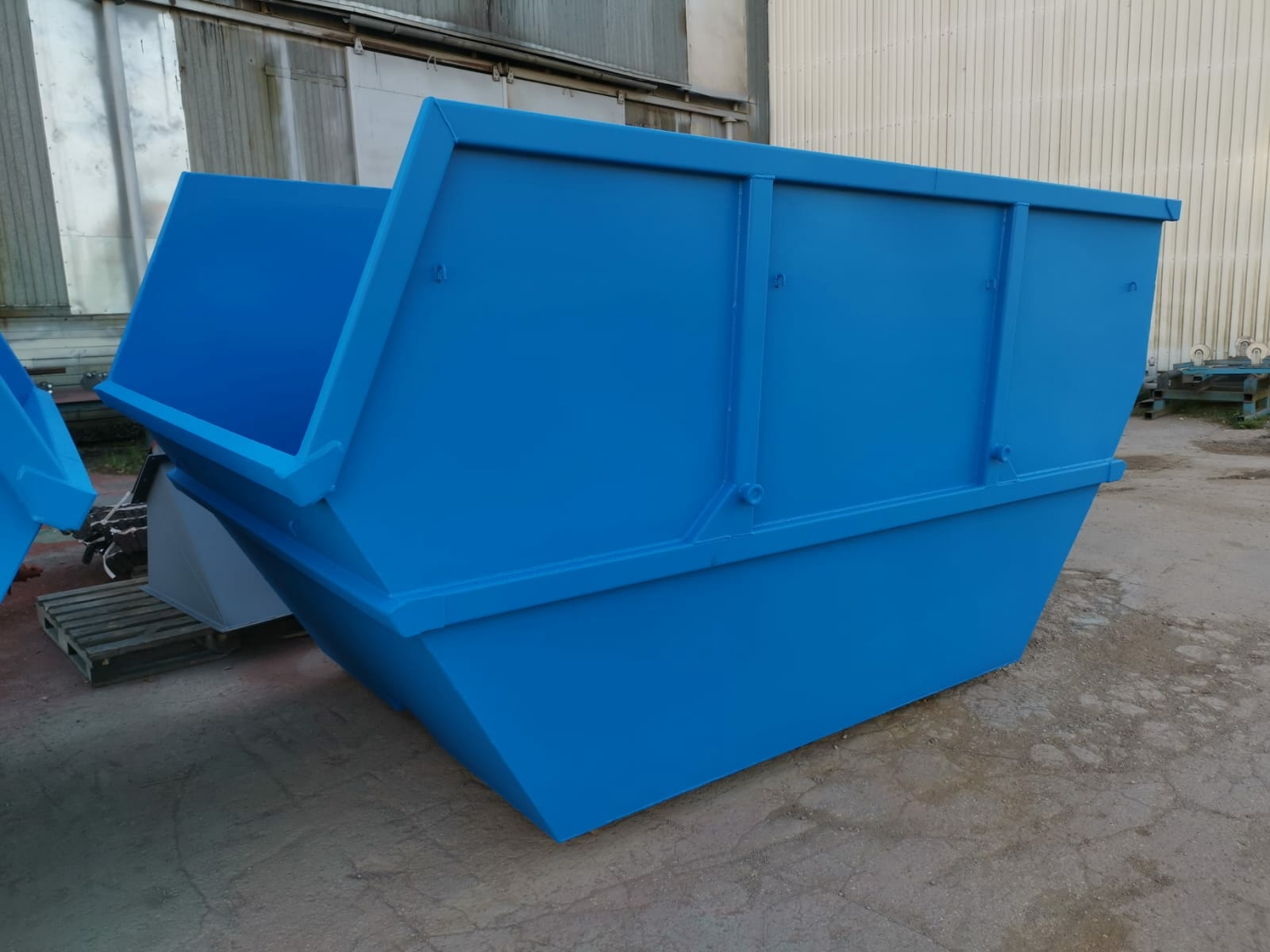 INESTA single end tipping skip